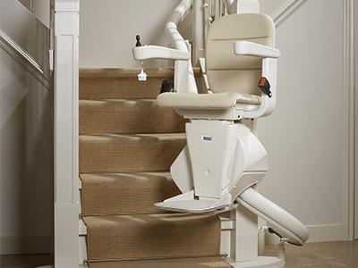 מעלון מדרגות מתעקל