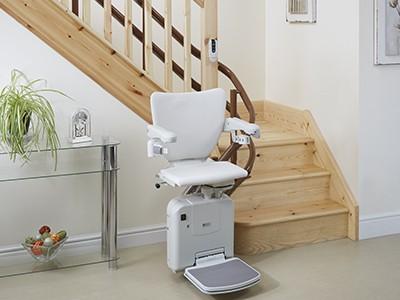 מעלון כסא למדרגות מתעקלות